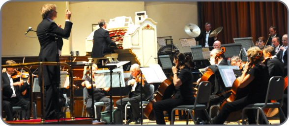 Michael in concert at the Worthing Wurlitzer with the Worthing Symphony Orchestra - Photo by Stephen Goodger